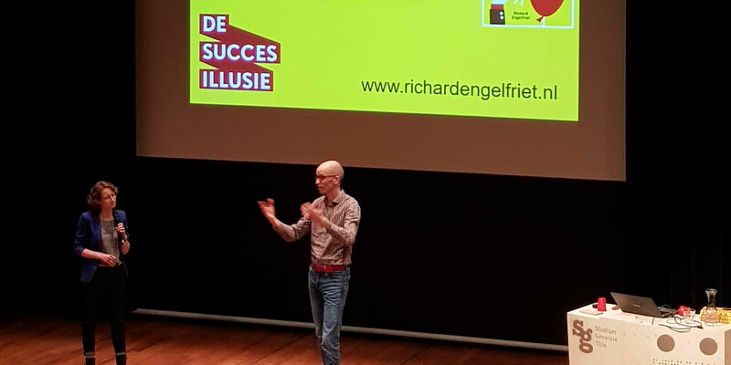 Richard Engelfriet giving his lecture in de Blauwe Zaal. Photo | Han Konings